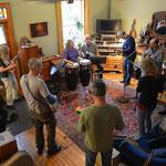 Regelmässig laden Donna und Fred Freunde zum musizieren ein.