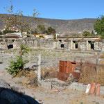 Diese Bauten gehören nicht zur Hauptgruppe und wirkten eher verwahrlost.