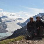 Harte Arbeit auf dem Parker Ridge Trail wird mit toller Aussicht auf den Saskatchewan Gletscher belohnt.