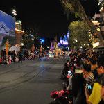 Abends folgte die Parade mit den Disney-Figuren.