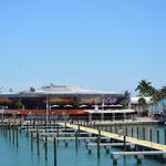 Das Hard Rock Café ist toll gelegen, direkt am Hafen.