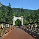 Eine weitere Brücke. Alt, heute unbenutzt und mit viel nostalgischem Charme.