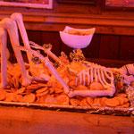 Auch die Snacks werden im Halloween-Stil serviert.