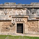 La Casa de las Monjas (das Haus der Nonnen) ist ein sehr aufwendig dekoriertes Gebäude.