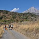 Das Unterfangen, zu Fuss näher an den Vulkan heranzukommen, scheiterte an diesem Nachmittag :-)