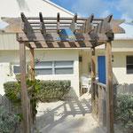 """Der Zugang zum """"Beachhouse""""."""