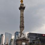 Monumento a la Indepencia (El Ángel) - erinnert irgendwie an die Berliner Siegessäule.