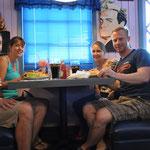Stilvoll und fein! Burger bei Peggy Sue's 50's Diner.