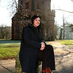 Barbara Mansion vor dem Mettlacher Turm (Foto © Steve Welter, 2007)
