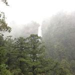熊野那智大社の滝 GW暴風雨の中の必死の撮影