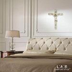 Crocifissi </br> Colore: bianco - decoro grigio marrone oro </br> Codice: CR29 | Misura: 23x30 cm
