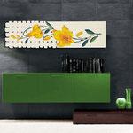 Quadri Floreali </br> Colore: panna - decoro fiore giallo arancio </br> Codice: SI-075-B | Misura: 152x52 cm </br> Codice: SI-075 | Misura: 152x42 cm