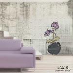 Novità </br> Colore: vaso antracite - decoro fiore prugna </br> Codice: SI-180-C | Misura: 49x95 cm