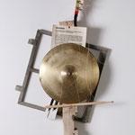 """""""Die Mittagsruhe ist einzuhalten""""   Instrumententeile, Holz, Metall   Foto T. Langens"""