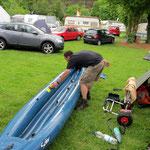 Bootspflege vor dem Abbau der Boote