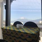 家から見える富士山と富士山柄のティッシュボックスカバー