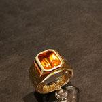 Herrenring Gelbgold mit Citrin und Handgravur nach Kundenvorlage