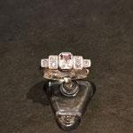 Ring in Weißgold aus Kundenmaterial nach orlage mit Flourit und Brillanten