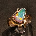 Gelbgoldring mit Opal