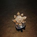 Ring in Form einer Seerosenblüte in Weißgold aus altem Kundenring angefertigt