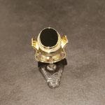 goldener Herrenring mit Onyx nach einem Foto gearbeitet