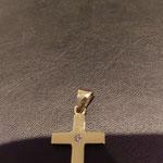 kleines Kreuz in Gold mit Brillant