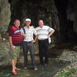 Eingang der Höhle in der Nähe vom Ort
