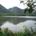 Wünderschon gelegener See in der Nähe vom Ort