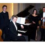 "<font size=""2""><i>mit Samy Lutzker, Cello; Jessica Blume, Gesang; Werner Dickel, Violine; Neujahrskonzert 2010, Wuppertal</i></font>"