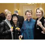 "<font size=""2""><i>mit Nancy Gildner, Yumiko Noda, Barbara Naughton,  Wiesbaden Rathaus Kulturpreisverleihung Velvets, Februar 2010</i></font>"