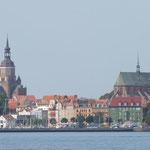 Stralsund im dunstigen Morgen