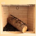 Dispositivo per ferite, 2014, bronzo, legno e carbone, misure variabili