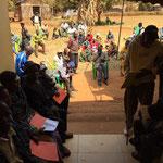 Warteraum vor der Ambulanz in Mbinga