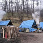 道の駅うらほろの少し奥に浦幌木炭の3つの窯があります。