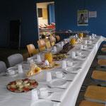 Unsere fleißigen Damen aus der Küche haben für die Spender eine reichhaltige Auswahl an Brotplatten und eine Suppe vorbereitet.