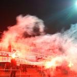 April 2013: Küstennebel! Vier Tage nach dem Hinspiel gegen Emden findet bereits das Rückspiel statt. Vor der Pause brennen nicht nur die VfL-Fans ein Feuerwerk ab (siehe Foto), sondern auch die Mannschaft auf dem Platz. Germania führt früh mit 2:0 bei Kic