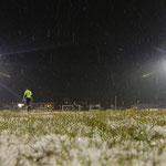 """März 2013: Winterspiele im Hoheellernstadion. Doch dem VfL gefällt die """"Schneeballschlacht"""" gegen Pewsum. Germania gewinnt überraschend deutlich mit 4:1."""
