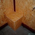 In dieser Box sind die Utensilien zum Säubern des Innenbereichs und das Futter.