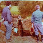 Kleingärtnerverein Brühl e.V. ca 1982: Drainagen legen - Arbeit begutachten