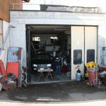 LKW Garage von H.R.Dasen,Stockenerstr.10a,Bischofszell+Toyota-Landcruiser KZJ95 Jg.2000 links+rechts div.Edelschrottlager