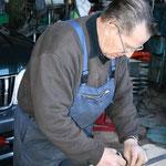 H.R.Dasen bei Unterhaltsarbeiten am Samstag in der LKW Garage,Stockenerstr.10a
