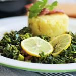 Grünkohl mit Kartoffel-Stampf und Kohlwurst.