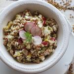 Buchweizensalat mit Fenchel und Radieschen.