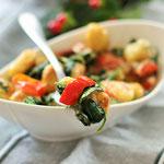 Gnocchi mit Paprika, Spinat und Mascarpone.