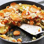 Süßkartoffel Auflauf mit Fetakäse und Gemüse.