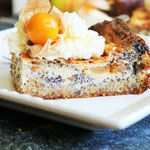 Apfel-Mohnkuchen mit Mascarpone und nativem Olivenöl extra.