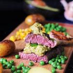 Ein bio Steak und die pikante Avocado Salsa.