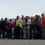 28 Besucher der Dorfgemeinschaft bei der Ankunft