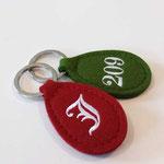 Bestickte Filz-Schlüsselanhänger für Gasthof Jäger in Tux