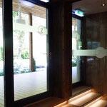 Glasbeklebung Eingangsbereich Posthotel Zell am Ziller